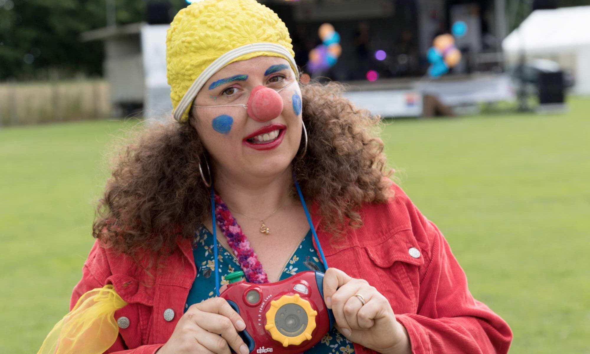 Johanna fait son clown au festival