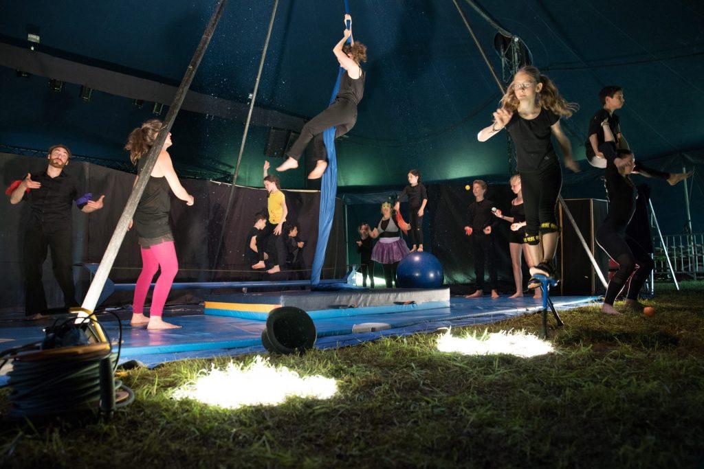 La troupe MidiCirque au festival Tête dans l'air 2018